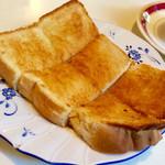 玉一総本店 - モーニングの場合、コーヒーの値段でトーストが付く。