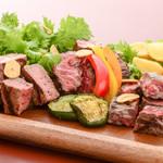 ステーキ&ビア ビストロ・パプリカ - サイコロステーキ3種盛り合わせ