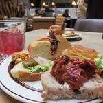 63680013 - パン&ドリンクビュッフェコーナーを物色。 サンドイッチやオープンサンドの種類が色々あって嬉しいですね。