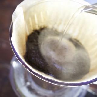 豆や抽出にもこだわった自慢のコーヒー