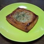 パン工房 ヒビカ - ツナと玉ねぎのパイ