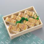 和楽 - お持ち帰り:蒸し穴子箱寿司