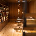 ズイウン ダイニング - 地下のブックカフェは大人の秘密基地のような空間