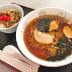 お食事処ふきのとう - 料理写真:ラーメンセット(850円)