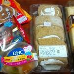 63694652 - 右上からミルクレープ☆モンブラン☆紅茶と林檎のロールケーキ                       左上から曜日限定シュークリーム☆濃厚ショコラ☆杏仁パフェ