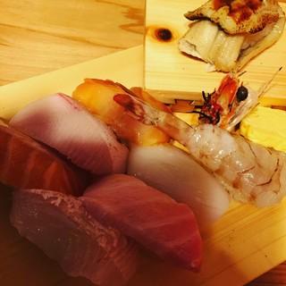 魚路 - 料理写真:特上寿司