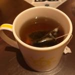 クレープリースタンド・シャンデレール - 紅茶はティーパックで登場。