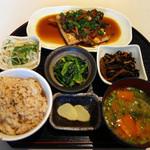 バルタザール  - 豆腐の生姜焼き風(玄米+みそ汁+副菜3品)