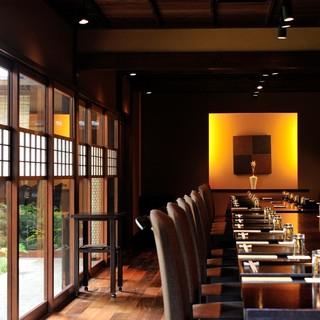 江戸中期に改造された土蔵にモダンさをプラスした全く新しい空間