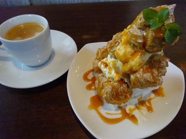 Cafe dininig R,s - ハーフキャラメルソースタワー・コーヒー
