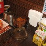 カレーハウス CoCo壱番屋 - 卓上の 福神漬、とび辛スパイス など