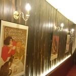 トライシクルカフェ - お洒落な猫ちゃんのポスター。有名なやつデス。