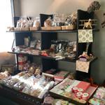梅果堂 - 京都のお菓子等もいっぱいあります…