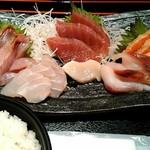 魚の三是 - 刺身