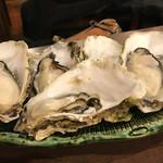 海鮮丼屋  海舟 - 最初の牡蠣5個     ほ〜〜ら、プリプリ^ ^