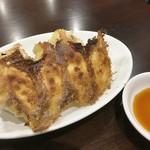 中華家庭料理 餃子兄弟 - 料理写真:焼き餃子