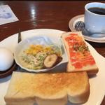 ラブリー - 料理写真:ブレンドコーヒー380円と日替わりモーニング