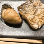 鮨知春 - 仙鳳趾牡蠣と太刀魚