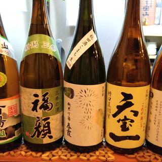 毎月変わる日本酒の飲み比べをどうぞ