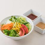 釜焼鳥本舗おやひなや - 10種の野菜サラダ