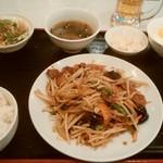 上海台所 - ニラレバ定食、¥680。