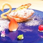 63716461 - スワンが美しい桜シュークリーム