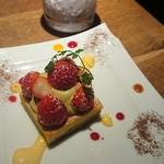 NATURA MARKET - お寿司の方でラスト1個と教えてもらってキープした苺のタルト!