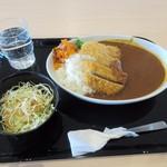 マルシェのうまみ - 料理写真: 暫くすると注文したビーフカツカレー780円の出来上がりです。