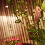 門洋菓子店 - 生花に癒されて・・・