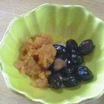 魚勝 - 黒豆と何かの卵