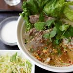 ブア・デ・タイ - ランチ麺には、ご飯、サラダ、デザートはタピオカ