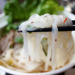 ブア・デ・タイ - 平打ちのビーフン麺