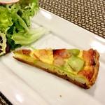 バティチ - Aランチの サラダとキッシュ(そら豆とベーコン)