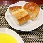 バティチ - Aランチの パンとオリーブオイル