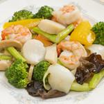 味楽軒 - 海の幸三種と野菜の炒め物