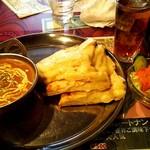 shitoru - D-Set(ベジタブルカレー)[辛口Hot]・ナンをチーズナンにチェンジ
