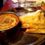 shitoru - ベジタブルカレー[辛口Hot]とチーズナン