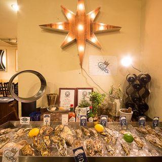 【店内には日本各地から仕入れた新鮮な牡蠣たちが】