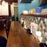 spice&cafe SidMid - 店内風景。カウンター右端から奥手方向を撮影。