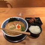 麺酒場 框 - 海出汁合わせ味噌麺750円、ランチセット200円