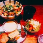 みの原 - 海鮮バラちらしセット 980円(税込)  ご飯大盛無料。セットは厚焼き玉子、鶏肉、お野菜を炊いたん、茶碗蒸とミニサラダ、お味噌汁。