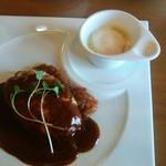洋食バル マカロニ食堂 - 豚ハンバーグ(デミ、160g)