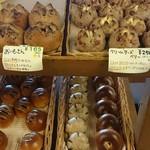 63737222 - たくさんのパン
