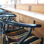 水辺のカフェ 三宅商店 酒津 - 温かみのある、最高のカウンター席です(2017.3.10)