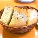 イタリア食堂 フクモト - 自家製フォカッチャ*2種類