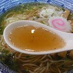 麺や 晴れる家 - 晴れる家らーめん(750円+大盛り100円)~スープ