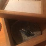 乙女寿司 - 磯辺巻きの海苔の仕込み箱
