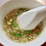 やまか飯店 - この鶏だしスープが絶品です。