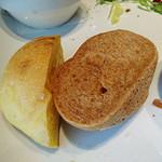 ブラッセリーベガ - ランチのパンはお代わり自由