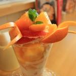 しまうまカフェ - シトラスカタラーナ、フルーツいっぱい